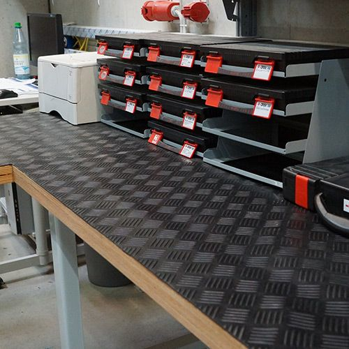 Werkbank Schutzmatte | 1,50 x 2,00m | Stärke: 3mm | Gummimatte Riffelblech